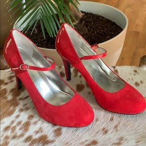 NWOT The Perfect Pair of Red Heels / Style Co